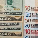 Euro posílilo vůči dolaru o půl procenta