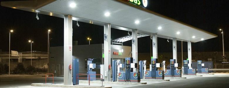 O benzín je rekordní zájem, ceny ropy mohou klesat